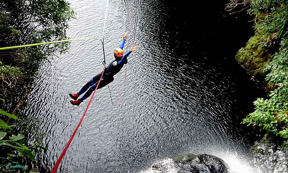 Slide no Canyoning